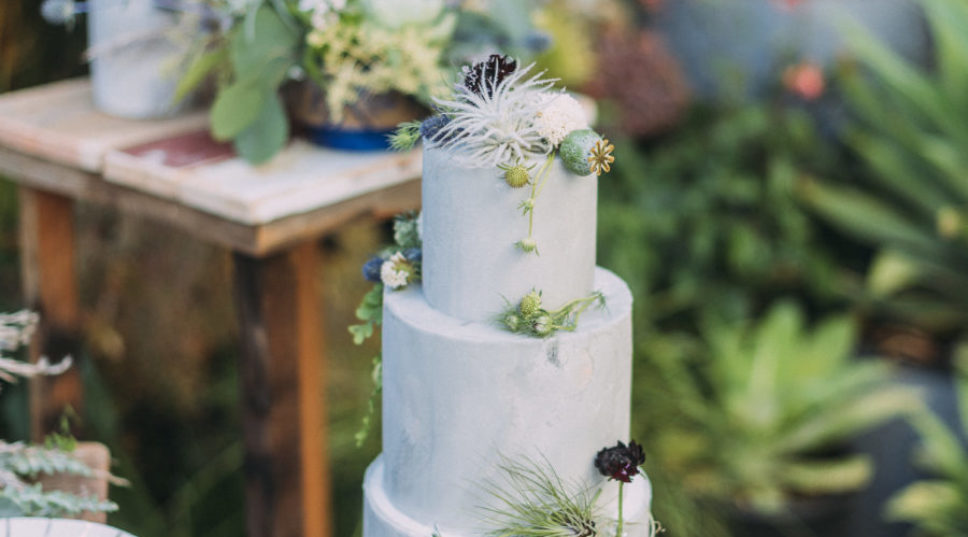 12 Show-Stopping Wedding Cakes Almost Too Pretty to Slice