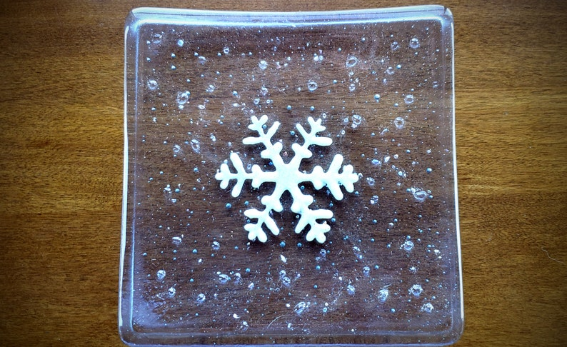 clear glass square plate with bubbles and snowflake in center