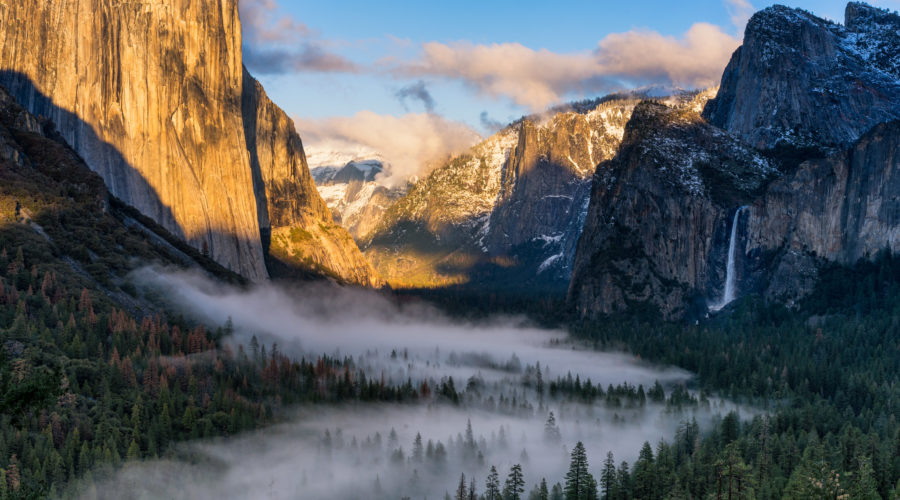 Fog-covered view of Yosemite Valley with El Capitan, one of the things you must see in Yosemite